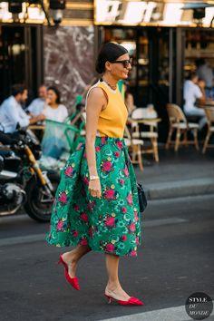 Giovanna engelbert battaglia by styledumonde street style fashion photograp Street Style Blog, Street Chic, Street Style Women, Skirt Fashion, Fashion Outfits, Womens Fashion, Style Fashion, Fashion Brands, Elegante Y Chic