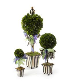 These would be cute on your welsh dresser for Christmas and they match the garland and topiaries.