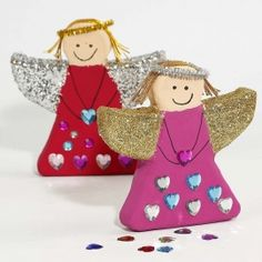 Kerst knutselen voor kinderen. Deze Engeltjes van Papier-Mache zijn versiert met verf, glitter en strass stenen.