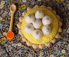 Doudou, maman, papa et moi: Tartelette citron meringuée ou chocolat ? Crochet Food, Diy Crochet, Meringue, Dog Food Recipes, Dessert, Couture, Religious Quotes, Amigurumi, Food