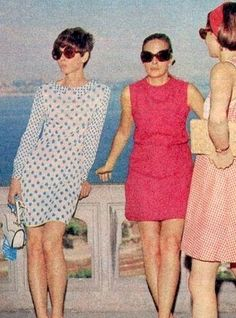 Audrey Hepburn vacationing in Istanbul, Turkey with Andrea Dotti and best friend Doris Brynner, June Audrey is wearing a Yves Saint Laurent dress. Saint Laurent Dress, Yves Saint Laurent, Audrey Hepburn Style, Audrey Hepburn Givenchy, My Fair Lady, Muse, Classy Women, Nyc, Old Hollywood