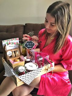 Santa Rosa: cestas de café da manhã personalizadas! | Aline Approves Best Gift Baskets, Food Gift Baskets, Christmas Gift Baskets, Diy Food Gifts, Diy Holiday Gifts, Homemade Gifts, Diy Gifts Coworkers, Breakfast Basket, Creative Gifts For Boyfriend
