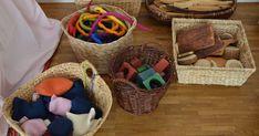 Fantasievolles und kreatives Spielen mit natürlichen und einfachen Materialien