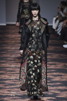 Etro / Look / Fall 2016 / Ready-to-wear / Photo by Vogue Fall Fashion 2016, Fashion Week, Runway Fashion, Boho Fashion, High Fashion, Fashion Show, Fashion Design, Fashion Trends, Haute Couture Style