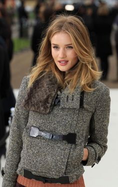 Rosie Huntington-Whiteley and Alexa Chung Add Star Power to Burberry 2012 LFW [PHOTOS]