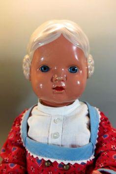 Alte-Puppe-Firma-Schildkroet-Baerbel-Schneckenfrisur-altes-Spielzeug-antik