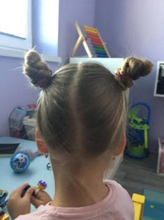 Keď má Vaša dcéra 3 roky, pohodlný účes sa stáva samozrejmosťou. Detské účesy s jednoduchým tvarom by mali vydržať aj pri najväčších detských nezbednostiach. Aj keď nie vždy je to tak. :) Prinášam… Hair Styles, Beauty, Hair Plait Styles, Hair Makeup, Hairdos, Haircut Styles, Hair Cuts, Hairstyles, Beauty Illustration
