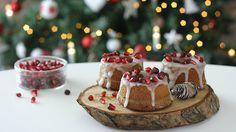 """Le Fluffosine di Natale sono la versione """"finger food"""" della famosa Fluffosa, la torta alta e soffice che impazza sul web! Per questa ricetta mi sono ispirata a quella """"Allamelagrana""""ed """"Alle 5 spezie""""del libro """"Le Fluffose"""" di Monica Zacchia e le ho personalizzate, nella forma, negli ingredienti e nella decorazione ! I chicchi del melograno sono una festa già all'aspetto ed il succo , insieme alle spezie, da' vita ad una dolce natalizio buonissimo e molto goloso, perfetto da servire…"""