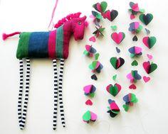Muurdecoraties - Paard  van stof en hartjesslinger van papier. - Een uniek product van Doortje-Peperkamp op DaWanda