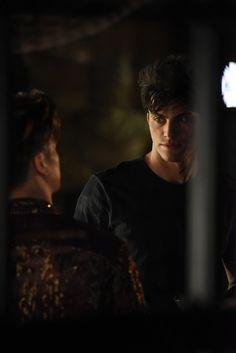 "Shadowhunterts 1x06 ""Of Men And Angels"" Magnus and Alec"