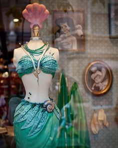The Little Mermaid costume outfit Mermaid Costume Makeup, Siren Costume, Mermaid Costumes, Mermaid Outfit, Party Hard, Mermaid Parade, Disney Cosplay, Frozen Cosplay, Vintage Mermaid