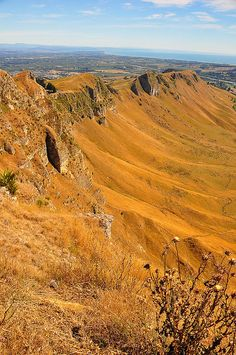 Te Mata Peak of Havelock North, Hawke's Bay, North Island, New Zealand. This is about 5 minutes' drive from my parents house (where I lived until I left for Uni).