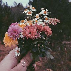 "30.6k Likes, 96 Comments - Pura Vida Bracelets® (@puravidabracelets) on Instagram: ""Bloom baby, bloom  Comment below your favorite flower emojis! Link in bio to shop our Best-…"""