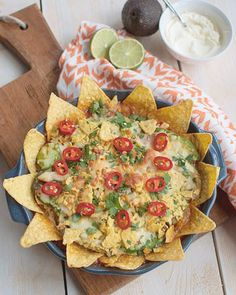 Recipe: Mexican casserole with chorizo and avocado - Savory Sweets - This Mexican oven dish with chorizo and avocado makes me happy. Fast, easy and very tasty. I Love Food, Good Food, Yummy Food, Chorizo, Mexican Food Recipes, Healthy Recipes, Quiche, Oven Dishes, Taco