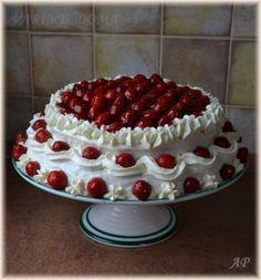 Dort s tvarohovým krémem a jahodami Cake Decorating, Cupcakes, Desserts, Food, Tailgate Desserts, Cupcake Cakes, Deserts, Essen, Postres