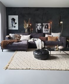 Awesome 42 Attractive Black Living Room Decoration Ideas For More Enchanting Look Dark Living Rooms, Living Room Decor Cozy, Living Room Sofa, Home Living Room, Interior Design Living Room, Living Room Designs, Living Room Ideas With Grey Couch, Charcoal Sofa Living Room, Small Living