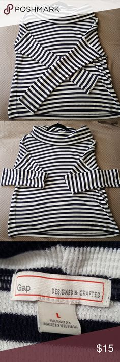 Black & White stripped Gap sweater top Staple item in anybodys wardrobe. No defects. 40% polyester 30% cotton 30% rayon. GAP Sweaters Crew & Scoop Necks