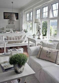 Home Decoration katalay.net/home-decoration/ #homedecor #homedecoration Cottage Chic, White Cottage, Cottage Living, Cottage Homes, Cottage Style, Shabby Cottage, Country Living, Shabby Bedroom, Country Homes