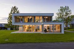 Musterhaus Bad Vilbel: Modern Häuser von Die HausManufaktur GmbH