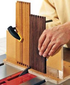 Adjustable Box Joint Jig - Joinery Tips, Jigs and Techniques | WoodArchivist.com Woodworking Table Saw, Woodworking Jigs, Woodworking Projects, Carpentry, Box Joint Jig, Box Joints, Wood Jig, Restore Wood, Intarsia Woodworking