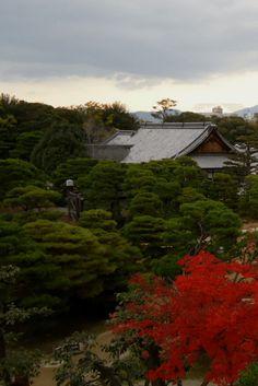 O Castelo Nijo-jo em Quioto é um dos mais interessantes da cidade e possui os mais belos e coloridos jardins