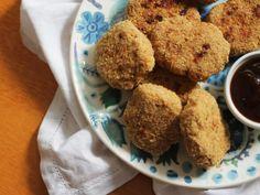 Receita de nuggets caseiros de frango - pra você NUNCA MAIS comprar nuggets congelados! Mais em http://gordelicias.biz.