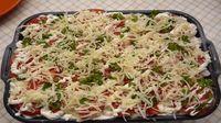 V období léta většina z nás vyhledává lehčí pokrmy, které nejsou tak mastné nebo syté. Upřednostňujeme proto většinou zeleninová jídla a jídla s lehčími druhy masa, jako je například kuřecí nebo krůtí. Také nechceme trávit příliš mnoho času v kuchyni u rozpálené trouby a proto nám vždy přijdou vhod rychlé recepty, které jsou také obvykle … Macaroni And Cheese, Cabbage, Vegetables, Ethnic Recipes, Food, Mac And Cheese, Essen, Cabbages, Vegetable Recipes