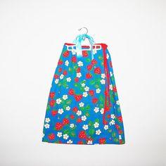 Vintage Skirt Strawberries Wrap by CheekyVintageCloset on Etsy, $18.00