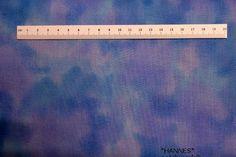 Blå-lilla Patchworkstof. Er et flot meleret patchwork stof i blå og lilla farver. Køb hos HANNES patchwork