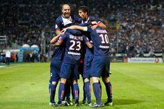 MARSEILLE - PARIS : 1-2 Maxwell est félicité par ses coéquipiers