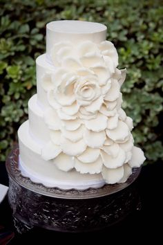 Simple yet beautiful wedding cake!