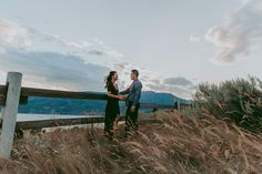 Knox Mountain Engagement Photos - Jenn & Fengkelownaengagementphotography (21 of 24) http://tailoredfitphotography.com/engagement-photography/knox-mountain-engagement-photos/ #forestengagement #kelownaengagementphotography #kelownaengagementphotos #knowmountainengagementphotos #knoxmountainengagement #knoxmountainpark #okanaganengagement #okanaganengagementphotographyGorgeous Wedding & Engagement Photography