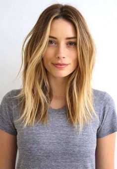 41 Lob Haircut Ideas For Women - How to Style a Lob or a Long Bob (Photos) -What is a lob? Step by step easy tutorials on how to cut your hair for a lob haircut and amazing ideas for layered, and stra Pelo Midi, Beauty Tips For Girls, Ombré Hair, Curly Hair, Hair Bangs, Hair Dye, Curly Lob, Prom Hair, Hair Lengths