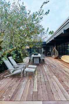 garden seating A large terrace is the perfect place to spend the day in the summertime. Wooden Architecture, Outdoor Spaces, Outdoor Decor, Backyard, Patio, Garden Seating, Scandinavian Home, Exterior Design, House Tours