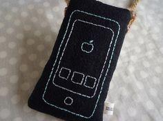 iphoneケースです。(iphone5,4などが入ります)かわいい携帯電話の刺繍をしています。中綿入りで、とてもソフトなタッチに仕上がっています。紐付きなの...|ハンドメイド、手作り、手仕事品の通販・販売・購入ならCreema。