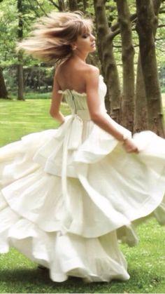 I'm wonderstruck, dancing 'round all alone <3