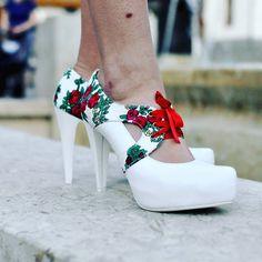 Wiecie że te szpilki są dostępne również w kolorze czarnym? Kto ma na nie ochotę?  #folk #buty #szpilki #goralka #naludowo #ślubne