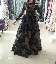 Long Dress Design, Dress Neck Designs, Saree Blouse Designs, Long Gown Dress, Prom Dresses Long With Sleeves, Indian Gowns Dresses, Pakistani Dresses, Frock Fashion, Fashion Dresses