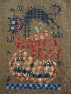 scared silly - so cute! this would be great for rug punch Cat Cross Stitches, Halloween Cross Stitches, Cross Stitch Needles, Cross Stitch Samplers, Counted Cross Stitch Patterns, Cross Stitch Charts, Cross Stitch Designs, Cross Stitching, Cross Stitch Embroidery