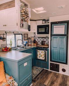 Tiny House Living, Rv Living, Beach Camper, Trailer Remodel, How To Remodel A Camper, Rv Life, Camper Life, Diy Camper, Travel Camper