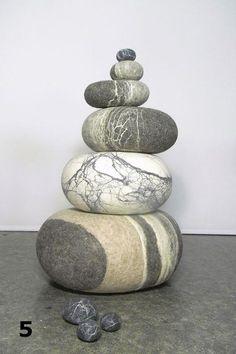 Charlotte Molenaar - Stenen van massief vilt als poef of kussen #skeuomorphism