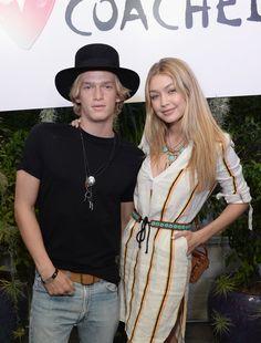 Pin for Later: Wir trauern um 31 Promi Pärchen, die sich 2015 schon getrennt haben Gigi Hadid und Cody Simpson Im Mai ging die turbulente Beziehung von Gigi und Cody in die Brüche.