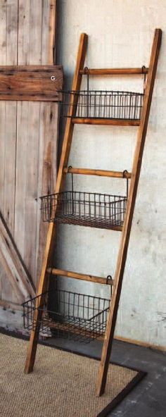Farmhouse Shelf Ladder with Wire Baskets. - Farmhouse Shelf Ladder with Wire Baskets - Farmhouse Furniture, Diy Furniture, Farmhouse Decor, Farmhouse Style, Farmhouse Ideas, Antique Farmhouse, Furniture Storage, Painted Furniture, Farmhouse Baskets