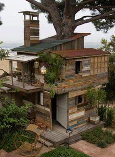 Todo feito de madeiras recicladas
