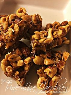 Sweet, Salt and Healthy? Nut cubes are the thing- Søtt, Salt og Sunt ? Nøttekuber er tingen Sweet, Salt and Healthy? Nut cubes are the thing - Food N, Good Food, Food And Drink, Keto Snacks, Healthy Snacks, Breakfast Carbs, Dessert, Norwegian Food, Happy Foods