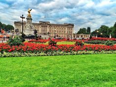 The Royal House #buckinghampalace  #england  #london  #england  #uk  #igerslondon #thisislondon #europe  #igworldclub #colors #bestvacations #followmytravel #beautifuldestinations by _bucsit