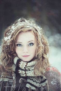 Sometimes snow can be your greatest #hair accessory. Absolutely loving the natural/winter look of this picture.