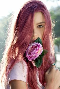 Dye your hair simple & easy to candy apple hair color - temporarily use pale red hair dye to achieve brilliant results! DIY your hair strawberry blonde with hair chalk Pretty Hairstyles, Straight Hairstyles, Pink Hairstyles, Basic Hairstyles, Scene Hairstyles, Long Haircuts, Hair Color Pink, Dark Pink Hair, Dusty Pink Hair