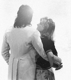 my love/hate for paul mccartney is pure linda mccartney is my queen and i also like those other three guys Paul Mccartney Beatles, Paul Mccartney And Wings, Silly Love Songs, Linda Eastman, Lisa Edelstein, Pictures Of Lily, Beatles Love, Sir Paul, Famous Couples