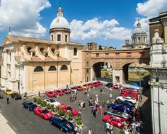 The 2015 Cavalcade prepares to start in Rome